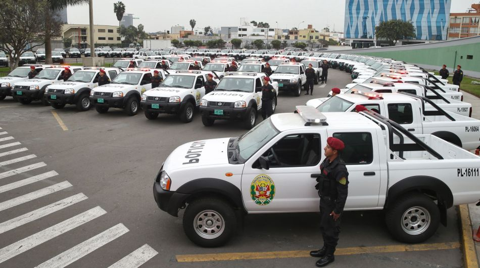Ministro Daniel Urresti entrega camionetas a la PNP