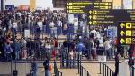 Flujo migratorio de peruanos y extranjeros disminuyó 2.2% en abril, según INEI - Noticias de movimiento migratorio