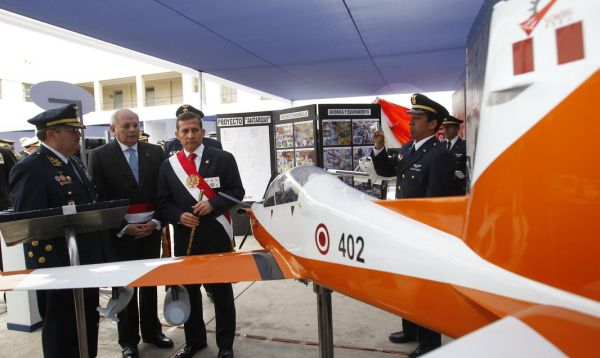 Ollanta Humala preside la ceremonia de entrega de naves a la Fuerza Aérea Peruana