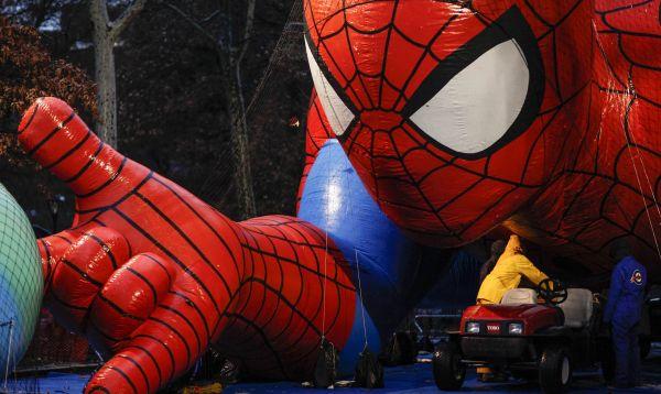 Macy´s prepara muñeco gigante del Hombre Araña para desfile por Día de Acción de Gracias