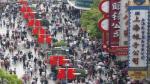 China festeja la Navidad y lleva a Santa Claus a los centros comerciales de Shanghái - Noticias de santa claus