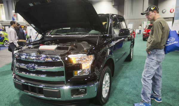 Salón del Automóvil de Washington exhibe camioneta pickup Ford F-150 más ligera