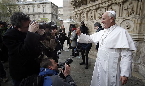 Presentan estatua de cera del papa Francisco en París - Noticias de museo de cera de parís