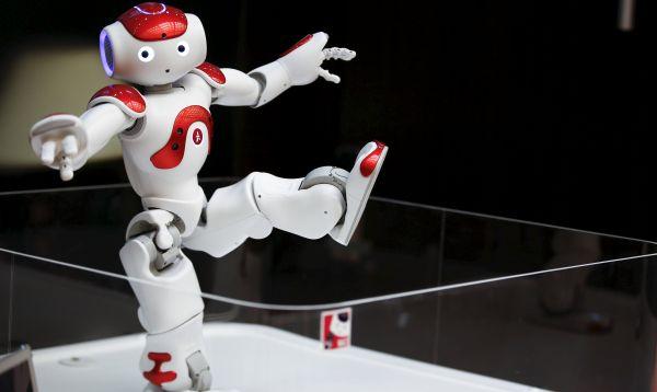 "Robot humanoide ""Nao"" de Aldebaran Robotics brinda información básica a clientes en banco de Japón - Noticias de básicos"