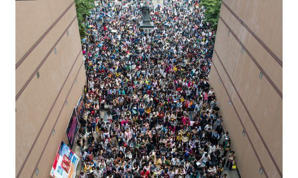 China: más de 100,000 postulan para 5,753 puestos de trabajo