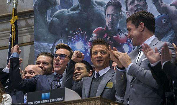 Vengadores abren sesión de la Bolsa de Nueva York - Noticias de robert downey jr