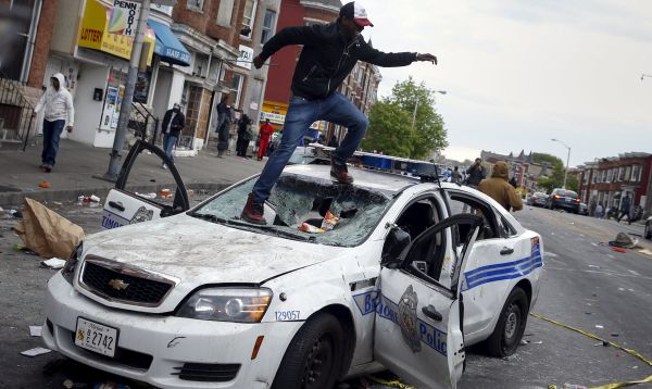 Maryland autoriza ingreso de Guardia Nacional luego de violentos disturbios en Baltimore - Noticias de freddie freddie