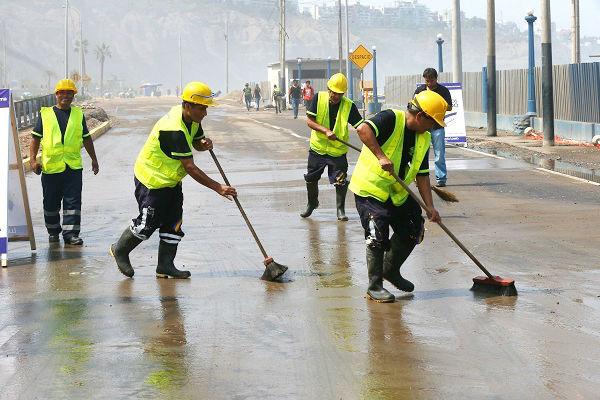 Fuerte oleaje inundó pistas en Chorrillos y el Callao. También se sintió a nivel nacional - Noticias de callao