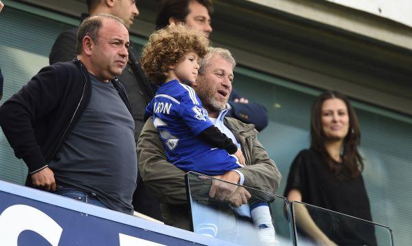 Multimillonario Roman Abramovich celebra un título más del Chelsea con su hijo - Noticias de roman abramovich