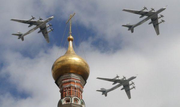 Bombarderos estratégicos rusos Tu-95MS ensayan para celebración del Día de la Victoria sobre la Alemania nazi - Noticias de tu-95ms