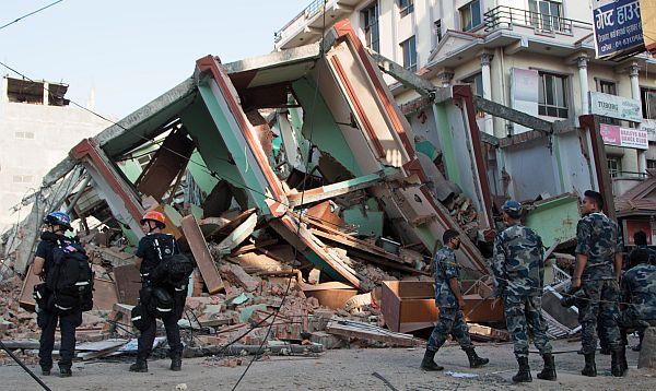 Al menos 37 muertos en otro gran sismo en Nepal - Noticias de deslaves