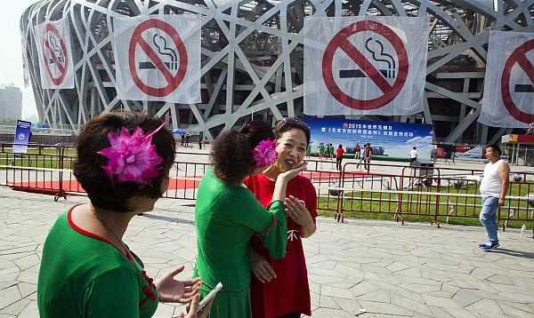 Prohíben fumar en zonas públicas en Pekín - Noticias de pasivo