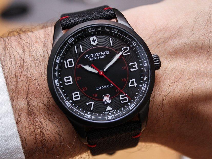 Los relojes Organic Time de Dietrich no solo lucen muy inusuales en el  diseño de su esfera y caja \u2013un logro respetable para ser la primera versión  de la
