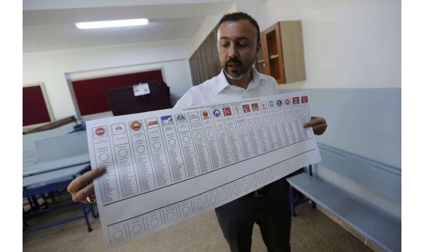 Turquía: récord de participantes en primeras elecciones parlamentarias en una década - Noticias de foto papeletas