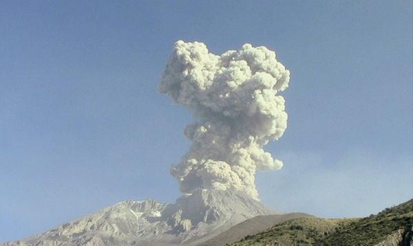 Volcán Ubinas expulsó esta mañana considerable ceniza - Noticias de ubinas