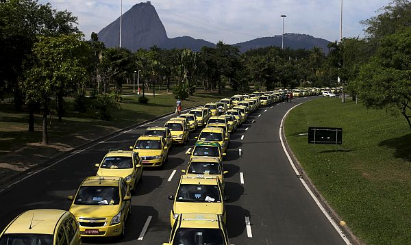 Taxistas de Río Janeiro protestan contra Uber - Noticias de app