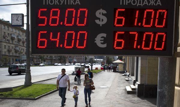 Rublo sigue cayendo en Rusia presionado por un precio del petróleo más bajo y una alta inflación - Noticias de petróleo