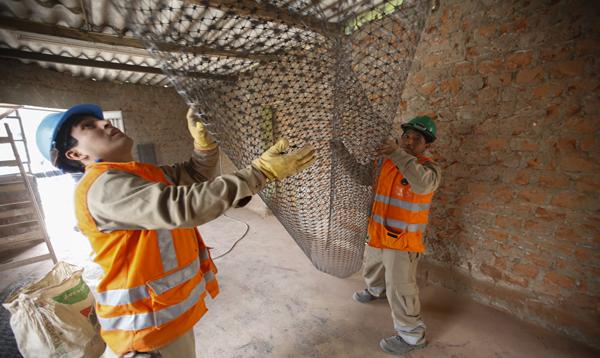 Ministro de Vivienda entrega primeras viviendas reforzadas ante riesgo de sismos en Collique - Noticias de pobreza