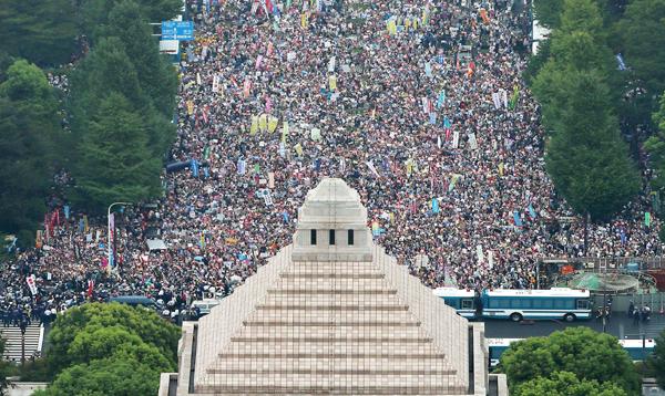 Protestas multitudinarias en Japón contra nueva doctrina militar - Noticias de esto es guerra fotos