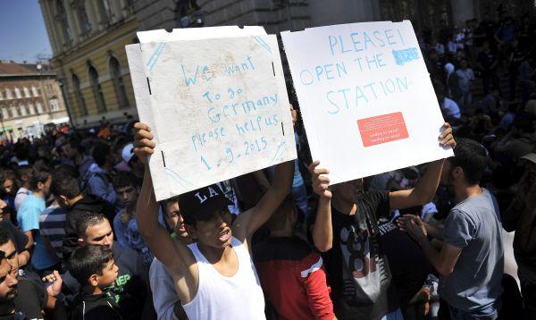 Caos en estación de tren de Budapest por crisis migratoria - Noticias de pobreza