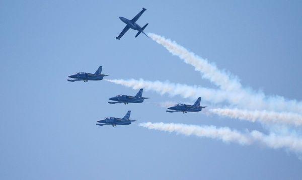 Aviones militares muestran su poderío en el Air Show de Canadá - Noticias de breitling