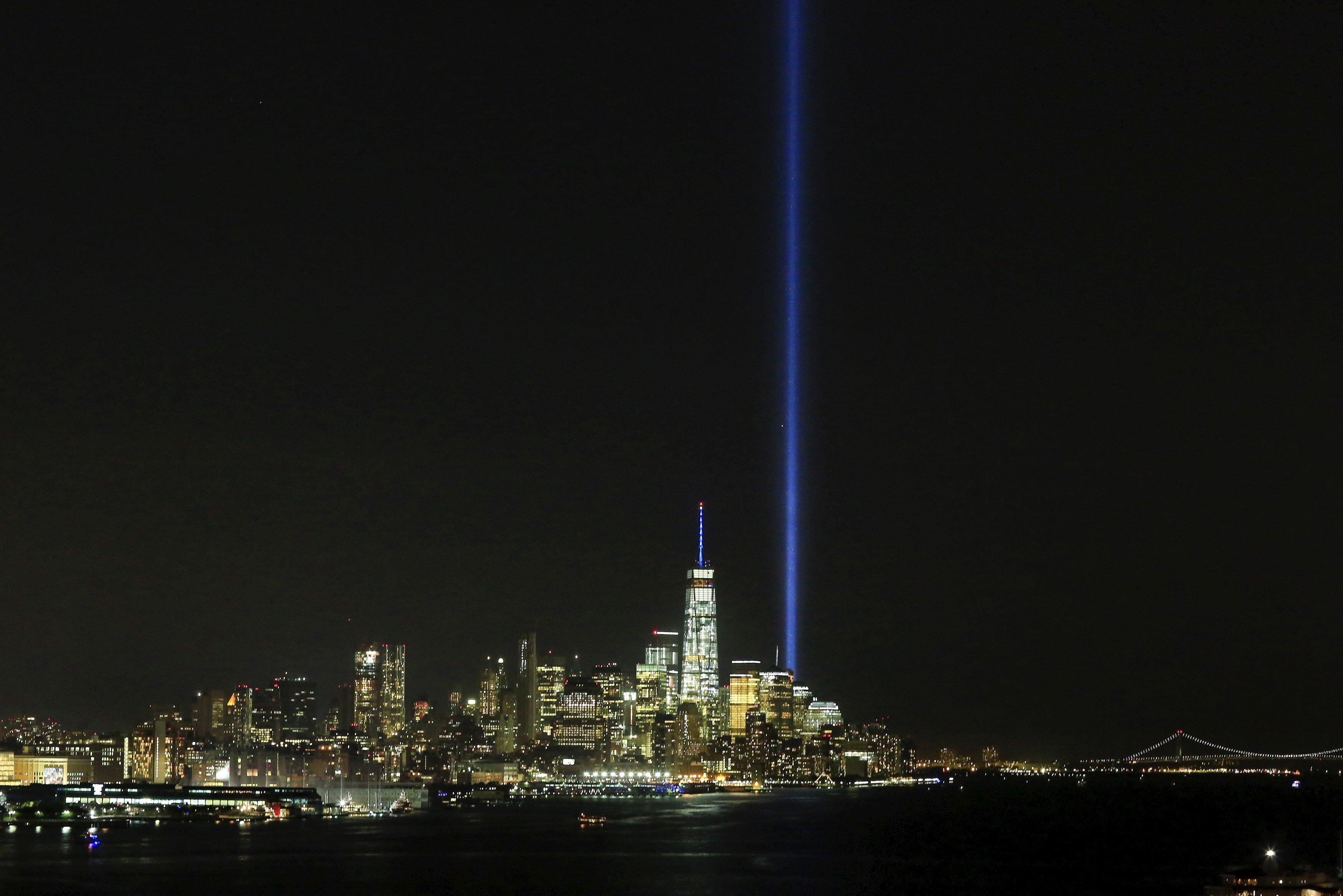 El Tributo en Luz iluminó la noche de Nueva York en homenaje a las víctimas de los ataques del 11 de setiembre - Noticias de one world trade center
