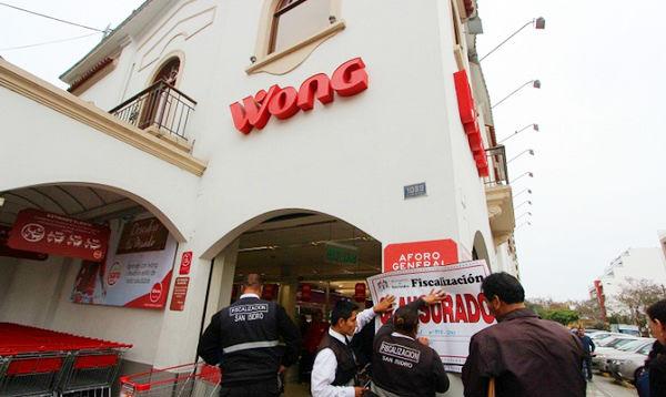 Clausuran Wong de San Isidro por no tener acceso para discapacitados - Noticias de básicos