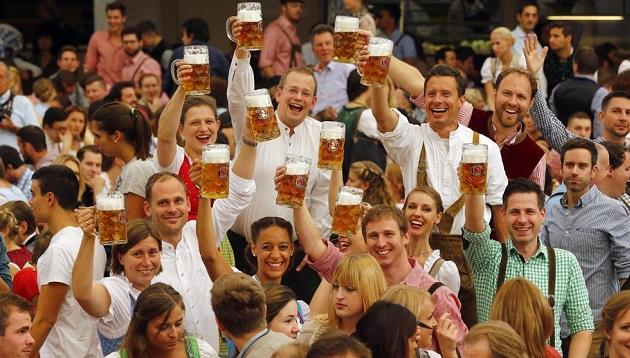 Alemania inicia festival Oktoberfest con precauciones por llegada de refugiados - Noticias de cerveza