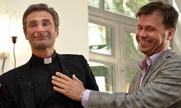 Cura del Vaticano confiesa que es homosexual y presenta a su pareja - Noticias de santo sinodo