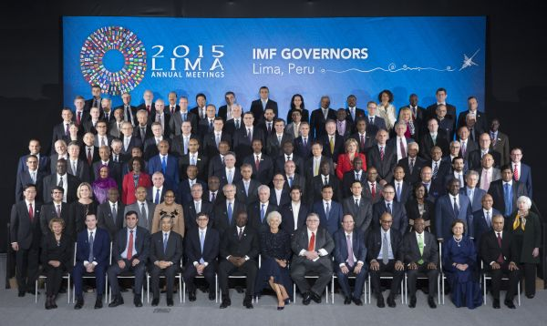 Presidentes de bancos centrales del mundo posan para la foto oficial de la reunión anual del FMI y el GBM - Noticias de julio velarde presidente