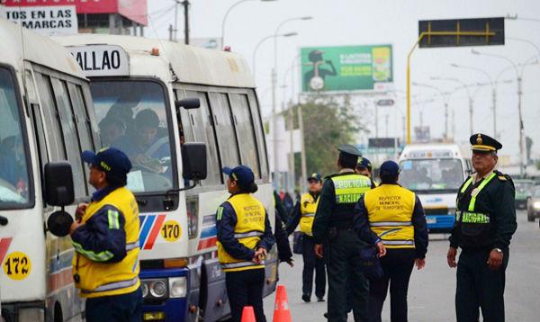 Unos 200 vehículos de transporte público dejaron el corredor Javier Prado - Noticias de callao