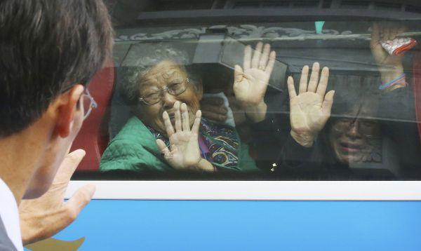 Surcoreanos viajan a Corea del Norte para reencuentros - Noticias de guerra corea