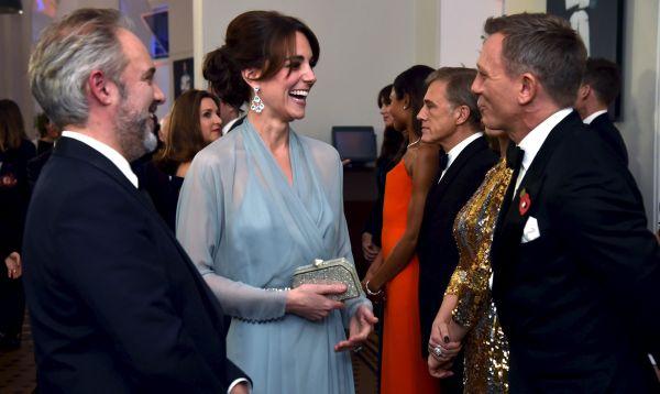 Pareja real asiste a estreno de Spectre, nuevo film de James Bond - Noticias de daniel cambridge
