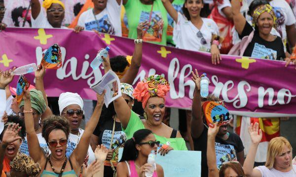 Mujeres de raza negra protestan por violencia en Brasil - Noticias de raza negra