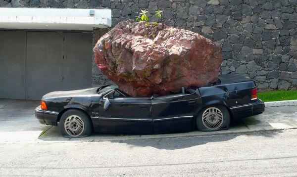 Escultura de auto abollado atrae coleccionistas a feria de Miami - Noticias de art basel