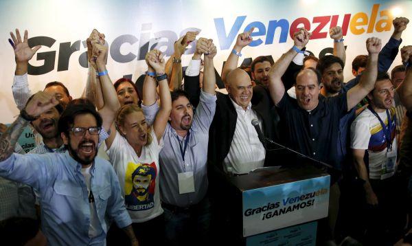 Oposición venezolana celebra resultados electorales que le permitirán tener el control de la Asamblea Nacional - Noticias de chavismo