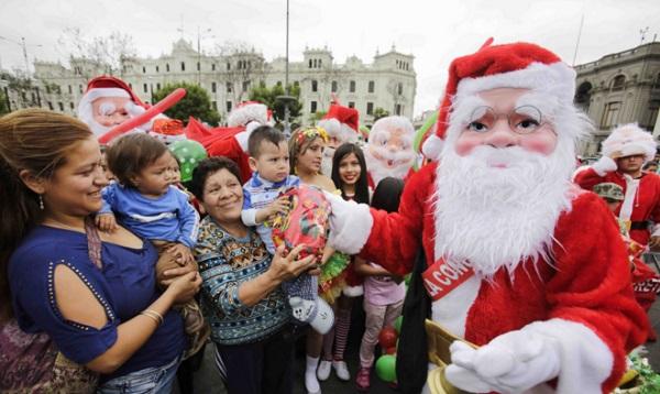 Caravana de Papá Noeles promocionan centros comerciales de Lima - Noticias de papa noel