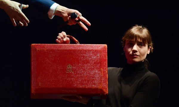 El maletín rojo protagonizó la subasta de objetos de la Dama de Hierro - Noticias de margaret thatcher