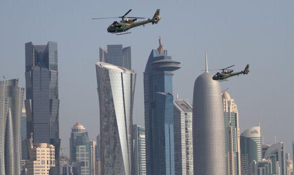 Qatar celebró su Día Nacional con desfile aéreo entre sus rascacielos - Noticias de rascacielos