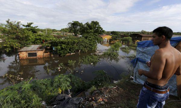 Más de 100,000 personas evacuaron sus hogares por lluvias fuertes originadas por El Niño. - Noticias de fenómeno el niño