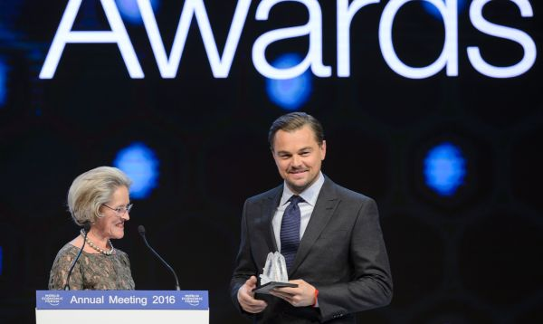 Leonardo DiCaprio recibe premio Crystal durante WEF en Davos - Noticias de klaus schwab