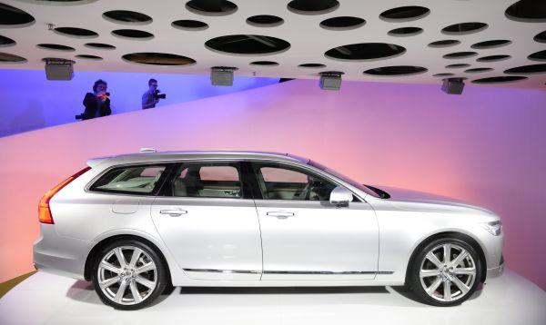 Volvo vuelve a su pasado emblemático de vehículos con carrocerías familiares al presentar el V90 - Noticias de nuevo v90