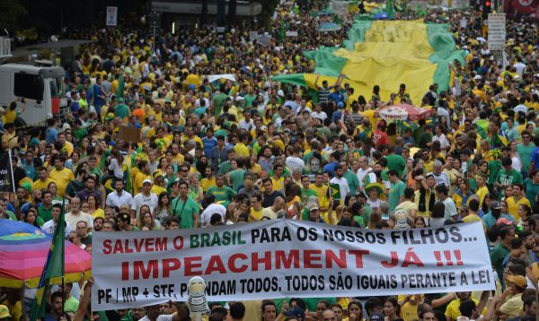 Brasil protesta contra la asediada presidenta Dilma Rousseff - Noticias de crisis politica
