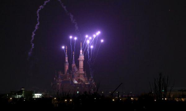 Shanghai Disney Resort comienza venta de boletos con gran show pitotécnico - Noticias de parque tematico