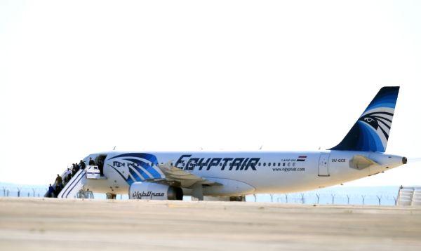 Termina secuestro de avión de EgyptAir con pasajeros sanos y salvos - Noticias de airbus