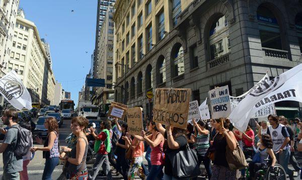 Problemas para Mauricio Macri: estallan protestas gremiales en Argentina - Noticias de básicos
