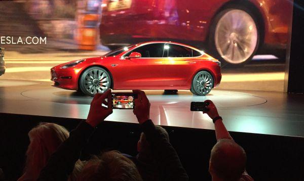 Tesla presenta nuevo sedán eléctrico menos caro - Noticias de autos nuevos