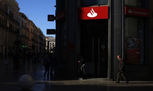 Fotonoticias multimedia for Sucursales banco santander valladolid