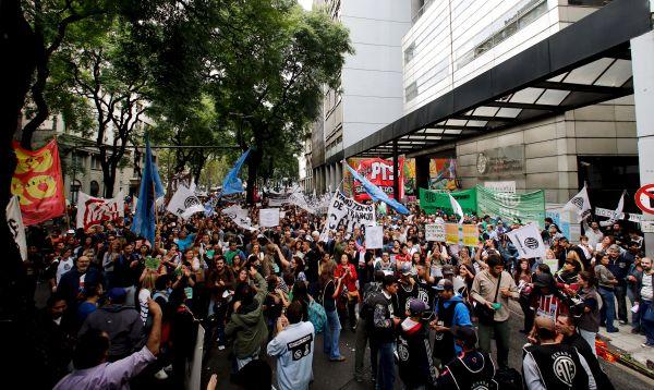 Gobierno argentino admite unos 11,000 despidos en el sector público - Noticias de sector privado