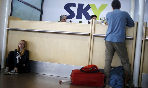Aerolínea chilena Sky amplía suspensión total de vuelos por huelga de operarios - Noticias de huelga de trabajadores